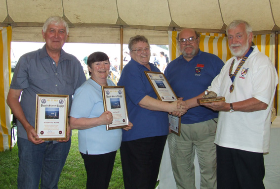 Tom G0JRT and XYL Gill, Geoff G7GJU and XYL Norma M3NJD receive the Bound Skerry Trophy and Certificates