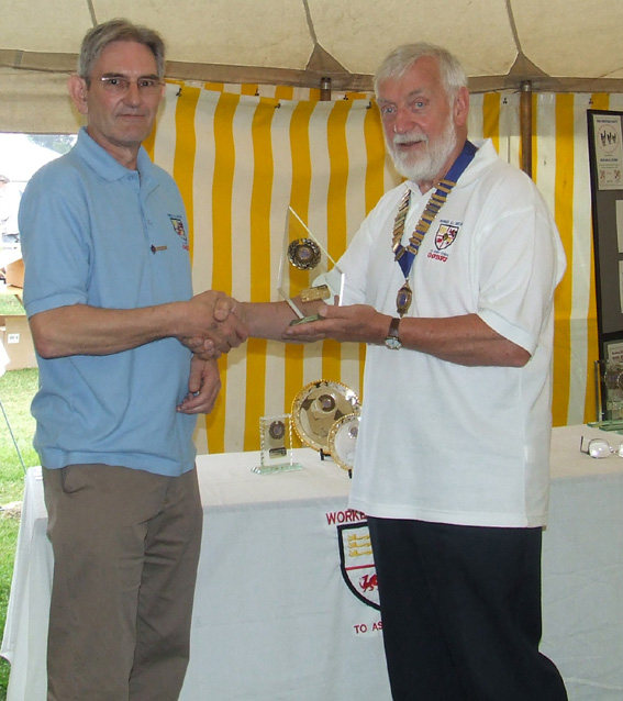 Graham G4JZF receives his Diamond Award for 3000 Areas on 80m SSB