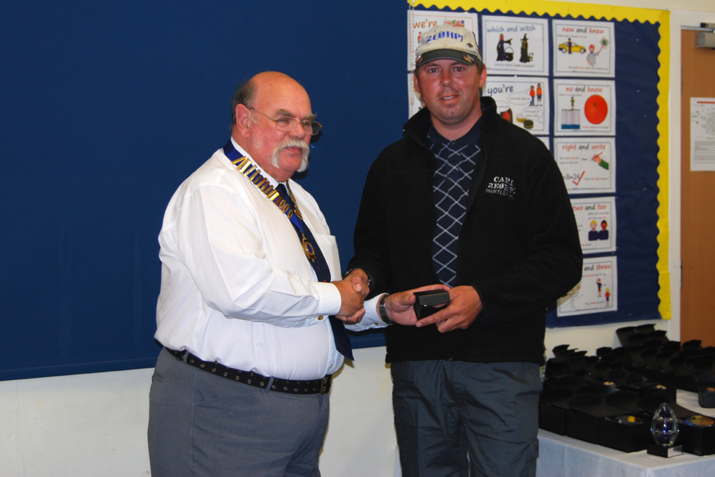 Geoff G7GJU presents Carl 2E0HPI with his Sapphire Anniversary Award for 40m SSB