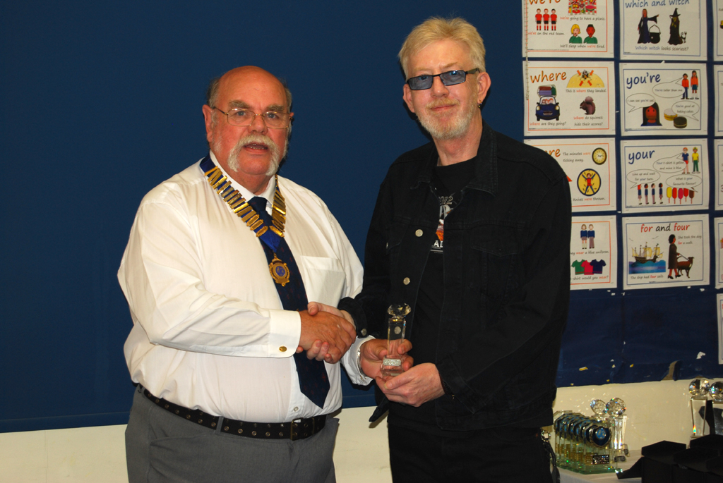 Phil G0ABY receives his Squares Diamond Award Trophy for 40m SSB from Geoff G7GJU